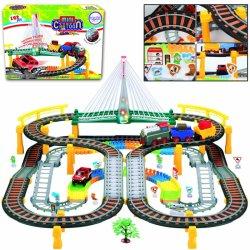 Automobilio ir traukinio trasa su viaduku