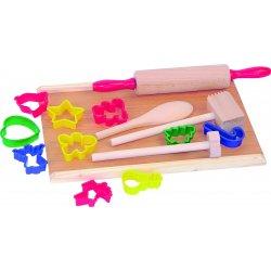 Virtuvės įrankiai su sausainių formelėmis
