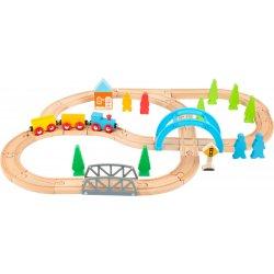 Medinio traukino trasa su priedais