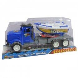 Sunkvežimis su gabenamu laivu