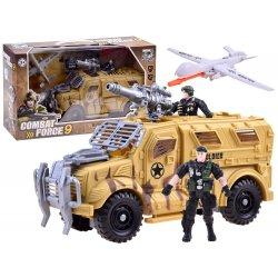 Karinis automobilis su lėktuvu ir kareivėliais
