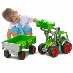 """Žalias traktorius su priekaba """"Gigant"""""""
