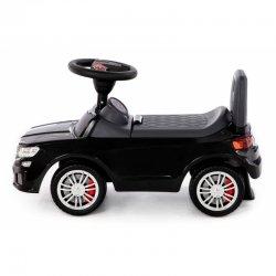 Juodas paspiriamas stilingas automobilis