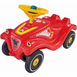 Paspiriamas raudonas gaisrininko automobilis